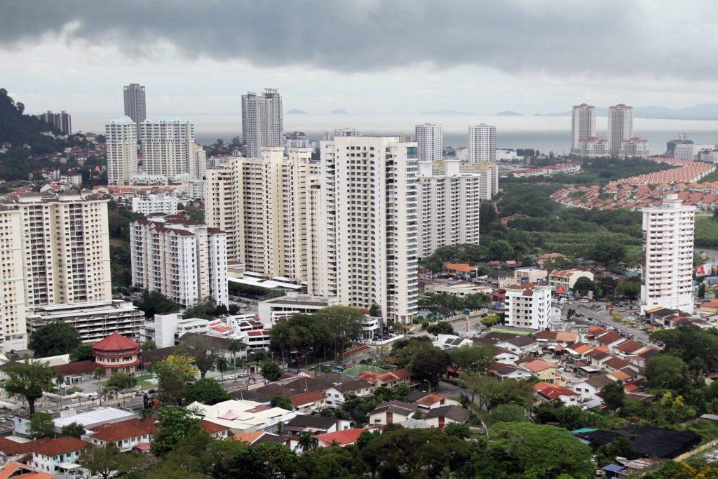 (Brief caption):High rise apartment and condominium at Penang Island./CHAN BOON KAI/THE STAR/(1st Aug 2013)